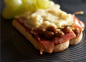 Navasfrias - Una receta otoñal: Tostas de boletus con jamón y foie