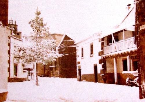Plaza Mayor y soportales del antiguo Ayuntamiento; nevada Navidad 1960