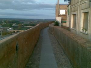 Navasfrias - Ciudad Rodrigo, un joven herido al caer de la muralla